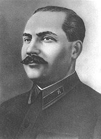 """(1893-1991)  Lazare Kaganovitch fut l'un des membres éminents de l'entourage de Staline jusqu'à la mort de ce dernier en 1953.  Lors de la politique de """"dékoulakisation"""" qui dans la pratique expropriait la petite et moyenne propriété paysanne, il fut l'artisan avec Kroutchev et Molotov de la mise en place de l'extermination par la faim"""" en Ukraine.  De par la réquisition du moindre épi de blé, de la moindre bête, aux paysans libres il s'ensuivit une famine qui fit 7 millions de morts ukrainiens entre 1932 et 1933. Kaganovitch mourut dans son lit à l'âge de 97 ans."""